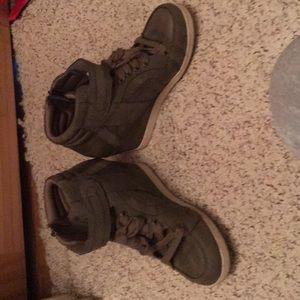 Like new shoe heals warn 2 times 3 inch heal
